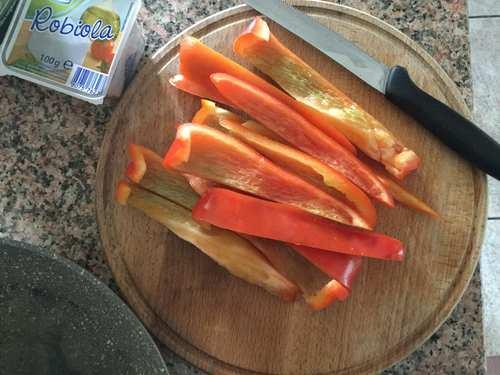 crema di peperoni con robiola della Rasdora single in cucina
