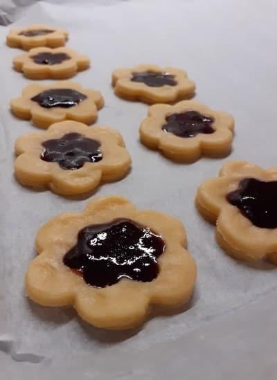 biscotti occhi di bue morbidi con marmellata